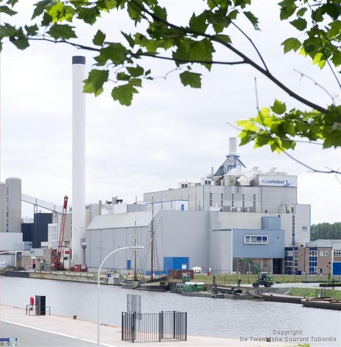 AkzoNobel levert de warmte voor de leidingen van Warmtenet. Met een temperatuur van 40 graden, die in de energiecentrale wordt opgekrikt tot 70 graden.