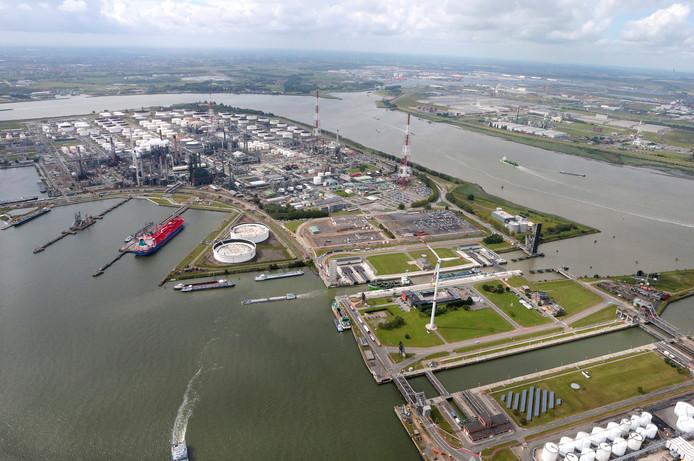 Boudewijn- en Van Cauwelaertsluis in Antwerps havengebied.