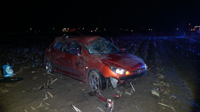 De auto liep enorme schade op door het ongeluk.