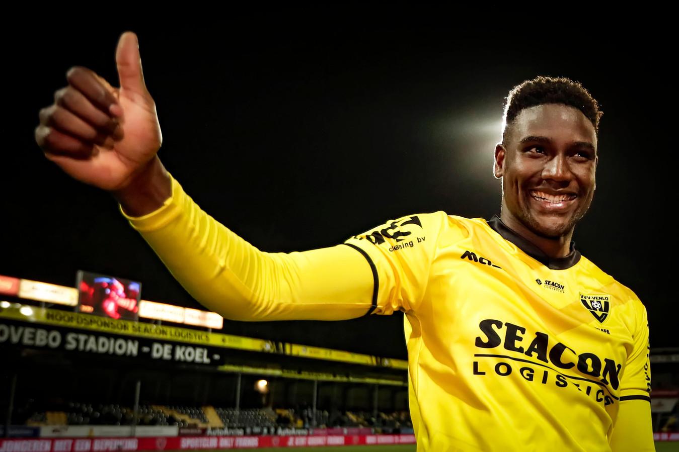 Peniel Mlapa werd deze zomer voor 500 duizend euro gekocht door VVV-Venlo en is daarmee de laatste recordaanwinst van een club uit de eredivisie. Hij werd echter ook meteen weer verkocht voor 2,5 miljoen euro.