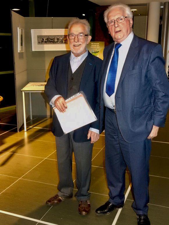 Frans Kerremans en Marcel Belgrado tekenden in het Gulden Boek.