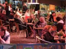 Haagse terrasbezoekers gedragen zich voorbeeldig: 'Gezellig druk tijdens eerste vrijdagavond'