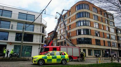 Eén gewonde na ontploffing tijdens dakwerken aan Grotesteenweg