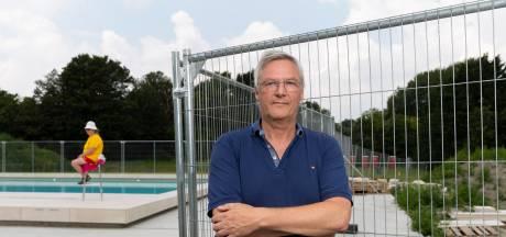 Zwembadkaartje van tien euro voor dixies en onkruid, en dan legt de eigenaar er nog op toe