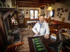 Thuiscafeetje in Denekamp: 'Een drankje en een sigaretje horen bij elkaar'