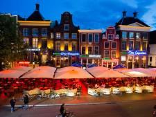 Gemeente 'pakt door' en gooit nog meer kroegen in binnenstad Groningen op slot. Bezoekers dansten op minder dan anderhalve meter en personeel greep niet in