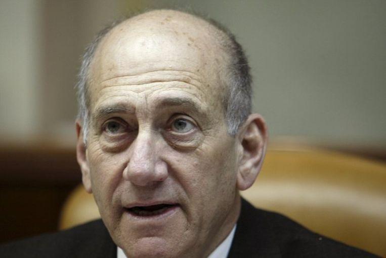 Amos Gilad, hoofd van de diplomatieke afdeling van het ministerie van Defensie, had het 'pure waanzin' genoemd dat Olmert (foto)plotseling de eis stelde dat Hamas de gegijzelde soldaat Gilat Schalit zou vrijlaten. Foto EPA/Ronen Zvulun Beeld