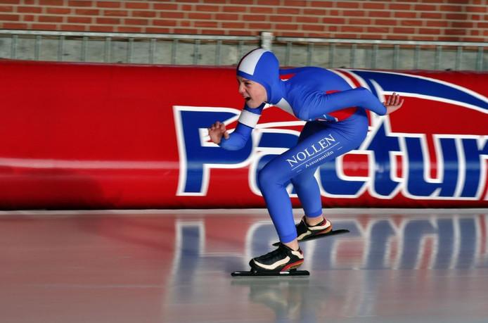 De ijsbaan van De Scheg is zaterdagochtend het domein van pupillen uit Nederland, Duitsland en Polen