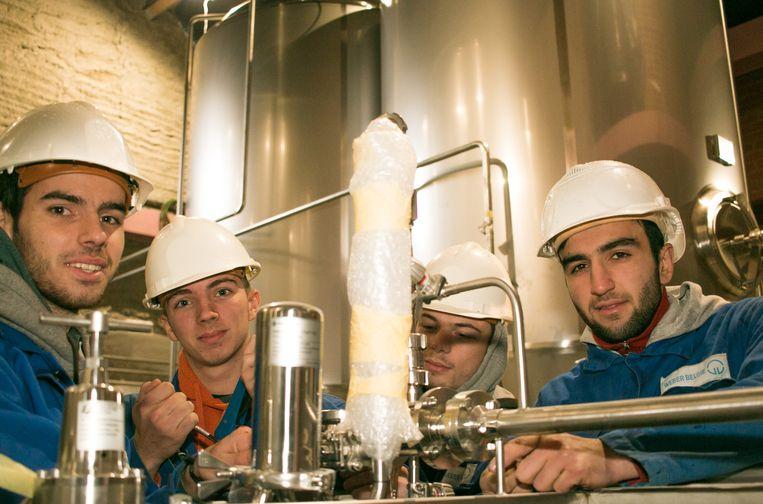 Leerlingen van VTS krijgen een hele reeks grote bedrijven op school op bezoek tijdens een allereerste jobbeurs. De vraag naar technische profielen is groot op de arbeidsmarkt. (archieffoto)
