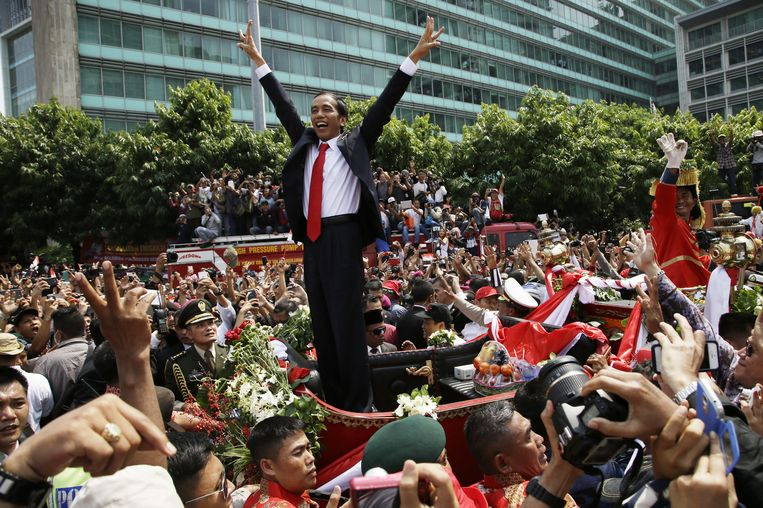 De nieuwe president van Indonesië wordt maandag in de straten van Jakarta onthaald na zijn eedaflegging Beeld null