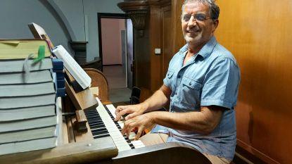 """Marc is al 25 jaar koster-organist in Roesbrugge: """"En aan stoppen denk ik helemaal nog niet"""""""