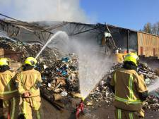 Afvalverwerker wil snel herbouw na enorme brand