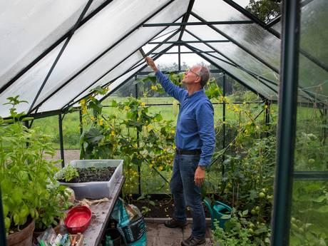 Henk Kamp beleeft laatste zomer als minister thuis in Diepenheim