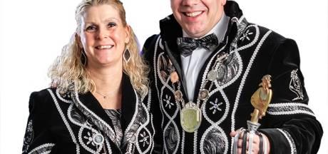 Bart en Ingrid van Steenbergen zwaaien met de scepter in Budel