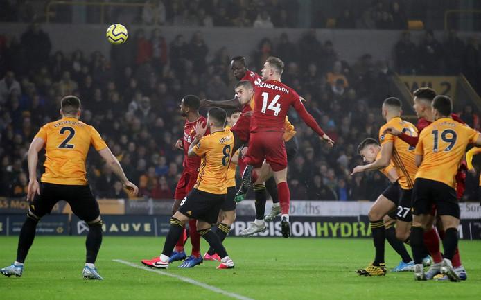Jordan Henderson kopt de 0-1 binnen namens Liverpool.