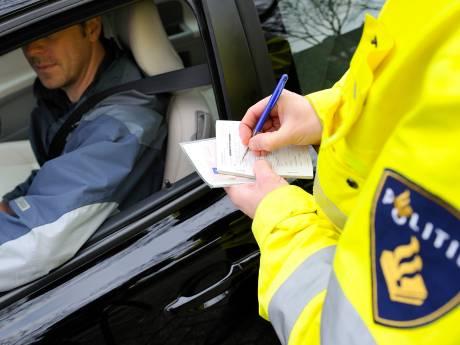 Automobilist krijgt bons van partner én wordt op de bon geslingerd