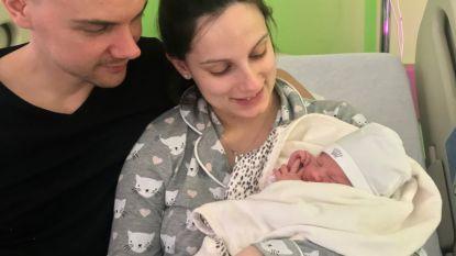 Baby Aurélie kan niet wachten om geboren te worden... en komt ter wereld in inkomhal ziekenhuis