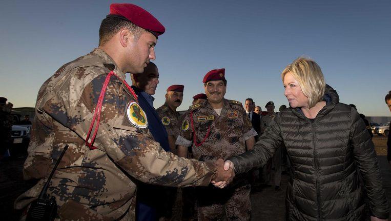 Minister Jeanine Hennis tijdens een bezoek aan een trainingslocatie van het Korps Commando in Irak. Beeld anp