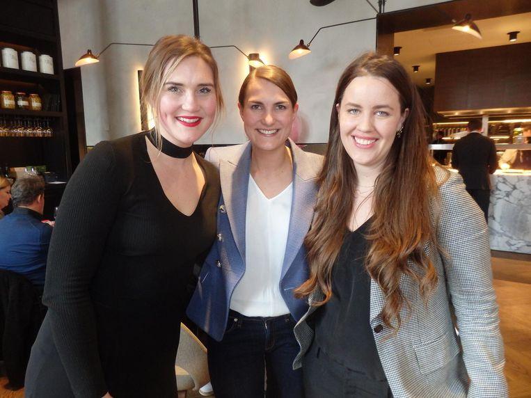 &C-hoofdredacteur Maria Visser, Iris van den Ende (MediaLane) en Fabienne Bouland (CoffeeConcepts): 'Wij wilden altijd al eens samen in Schuim.' Graag gedaan. Beeld Schuim