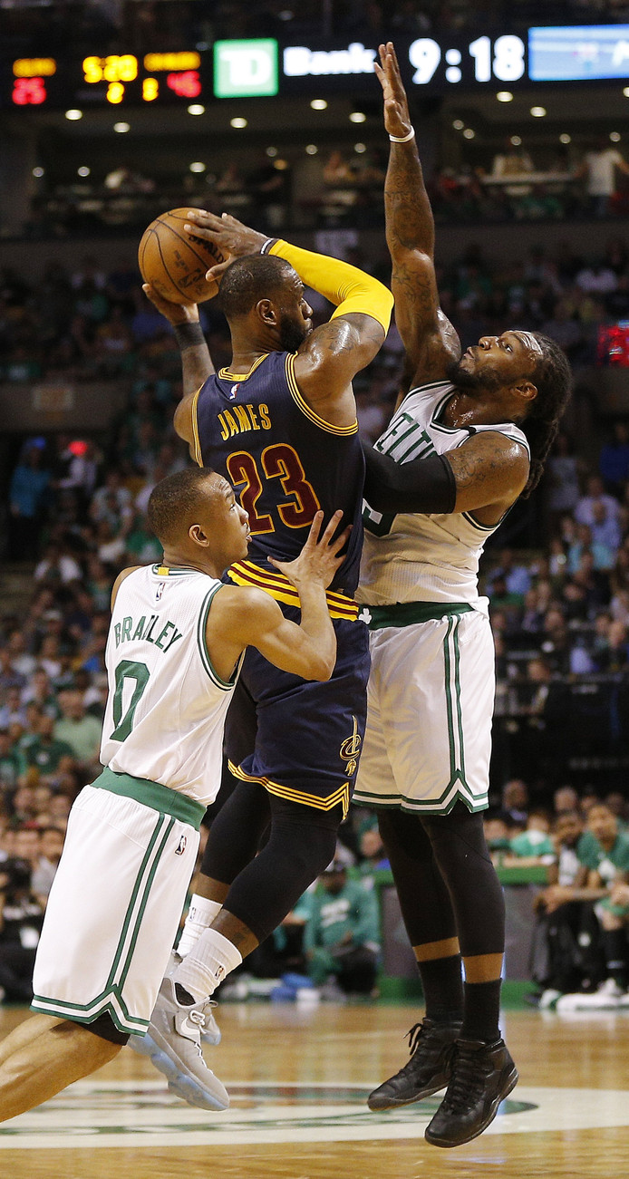 LeBron James aan de bal.