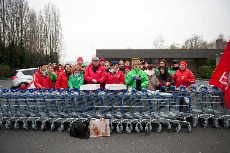 De vakbonden van Aldi blokkeerden in het verleden al een winkel met winkelwagentjes in Wetteren, morgen willen ze hetzelfde doen aan de Aldi in Aalst.