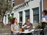 Khotinsky in Dordrecht heeft een terras zonder magie, maar je kunt er wel lekker eten