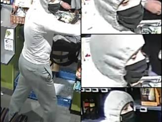 Politie zoekt overvaller die klant en winkelbediende bedreigde met vuurwapen