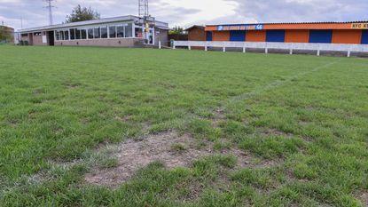 Voetbalvelden voelen nog steeds gevolgen van droge zomer