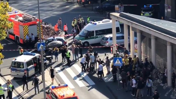 De politie heeft het centraal station van Keulen wegens een gijzeling afgezet