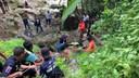 L'opération de secours n'a pas été facile pour les sauveteurs thaïlandais.