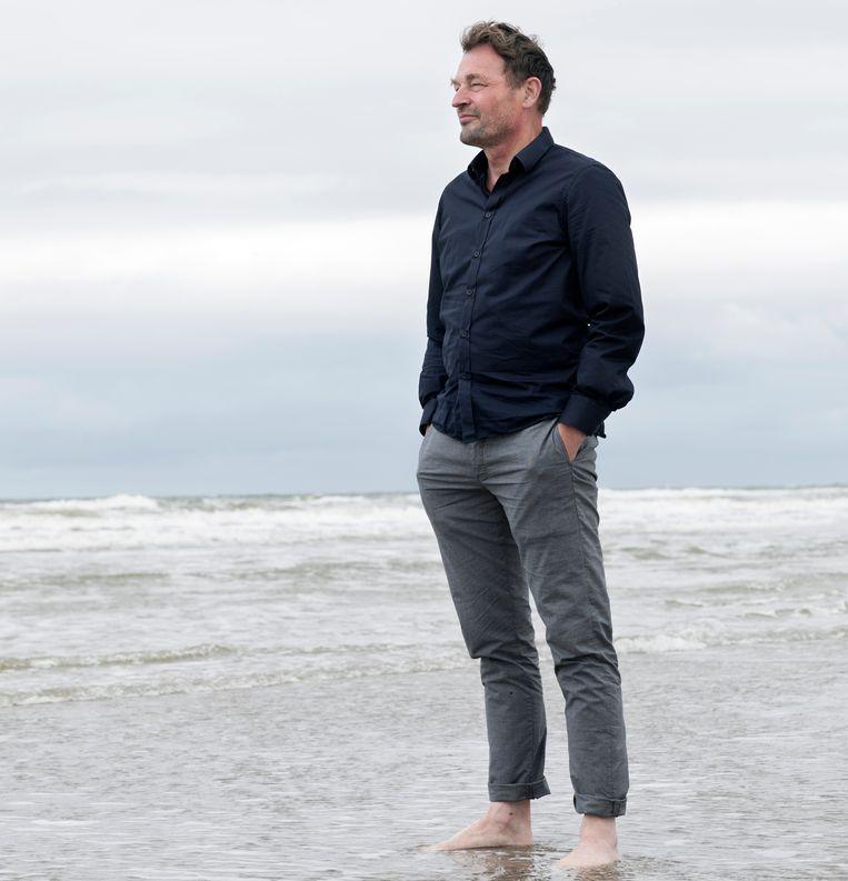 Henk van der Waal bij Wijk aan Zee. Beeld Inge van Mill
