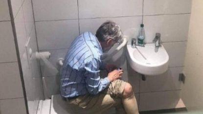Opschudding in schaakwereld: grootmeester geschorst wegens... spieken op toilet