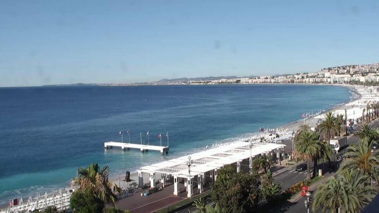 Het beeld van de webcam van de VVV van Nice. Beeld Screenshot