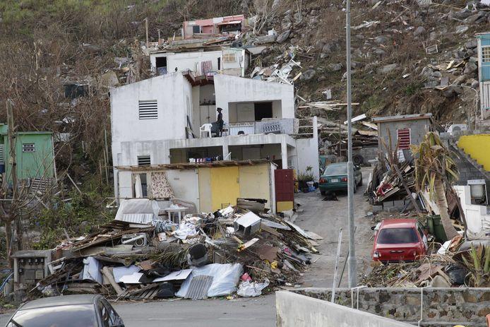 Bewoners op het door orkaan Irma getroffen eiland Sint-Maarten proberen de draad weer op te pakken.