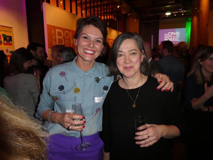 CPNB-directeur Eveline Aendekerk en Erna Staal van Bibliotheek Gouda.