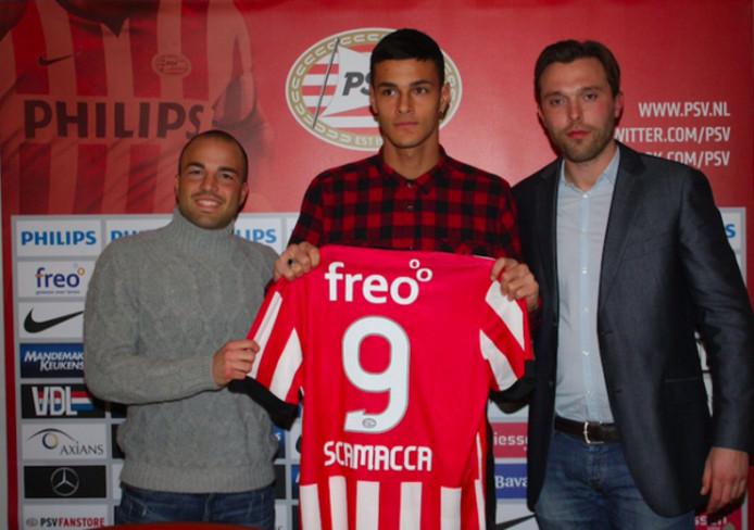 Foto van de presentatie van Gianluca Scamacca bij PSV.