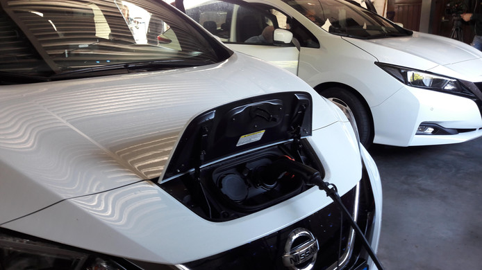 De elektrische auto's van taxibedrijf Buiting in Stokkum.
