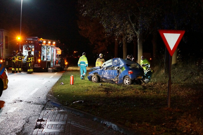 Bij de uitrit van tankstation Texaco Molendijk, op de N18 bij Lichtenvoorde, botsten een vrachtwagen en een personenauto tegen elkaar.