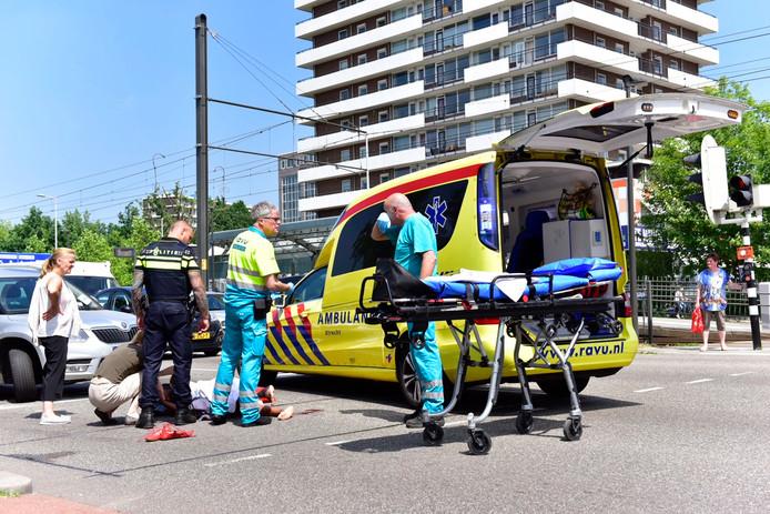 Een voetganger raakte gewond na een aanrijding op de Beneluxlaan in Kanaleneiland.