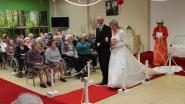 FOTOREEKS: Rusthuis viert Valentijnsdag met modeshow met oude trouwkledij
