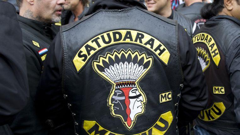 Leden van motorclub Satudarah op het Waterlooplein in Amsterdam. Beeld ANP