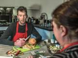 Kookbeleid: pompoenstoofpot maken met SP-lijsttrekker Brammert Geerling
