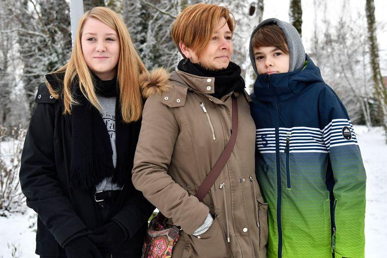 Seppe Tackaert, tien jaar geleden zelf slachtoffer van De Gelder, stond erop de herdenking zelf bij te wonen samen met mama Nele en zus Fleur.
