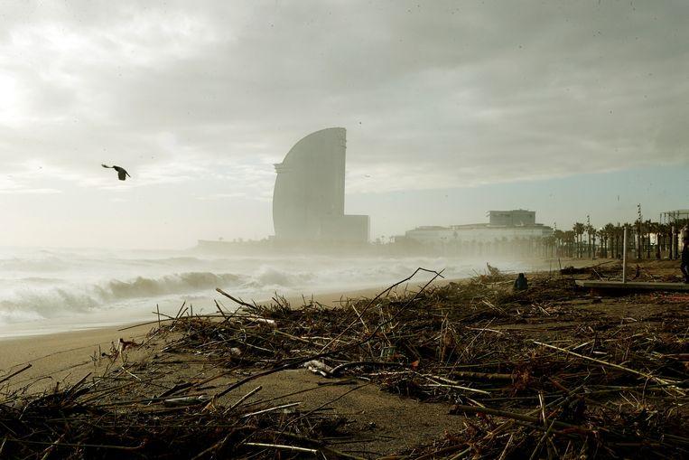 Schade op het strand Barceloneta in Barcelona.