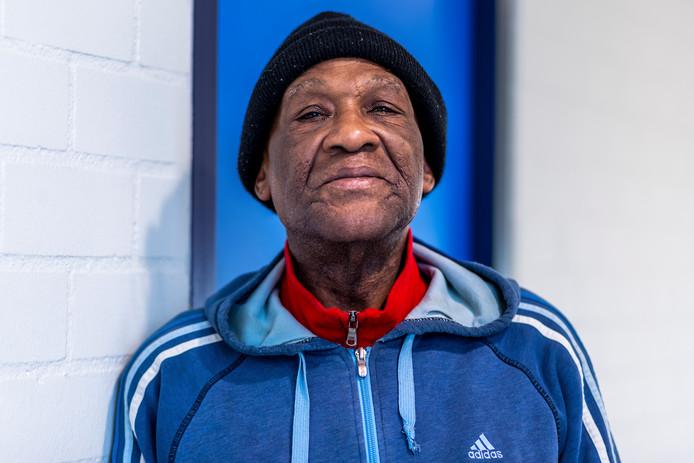 Na 22 jaar moet de dakloze George terug naar Suriname.
