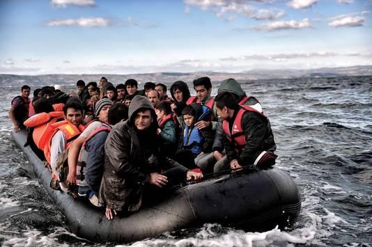 Meer dan 800.000 vluchtelingen zijn tot nu toe dit jaar via de zee naar Europa gekomen.