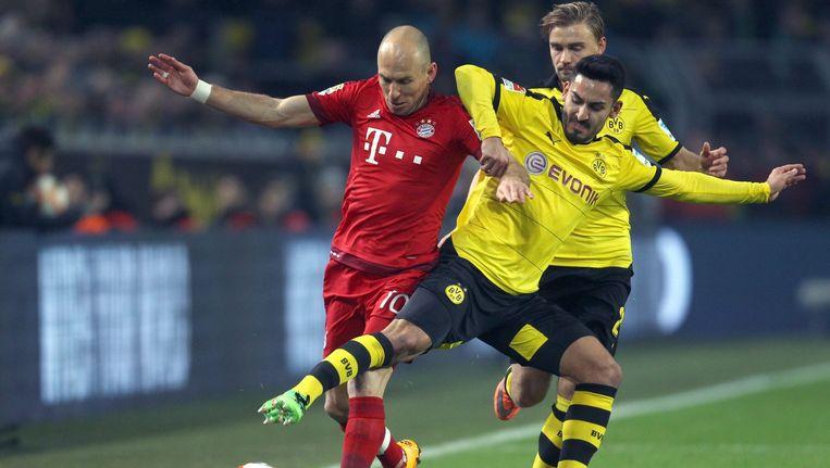 Arjen Robben en Ilkay Guendogan in een duel om de bal. Beeld EPA
