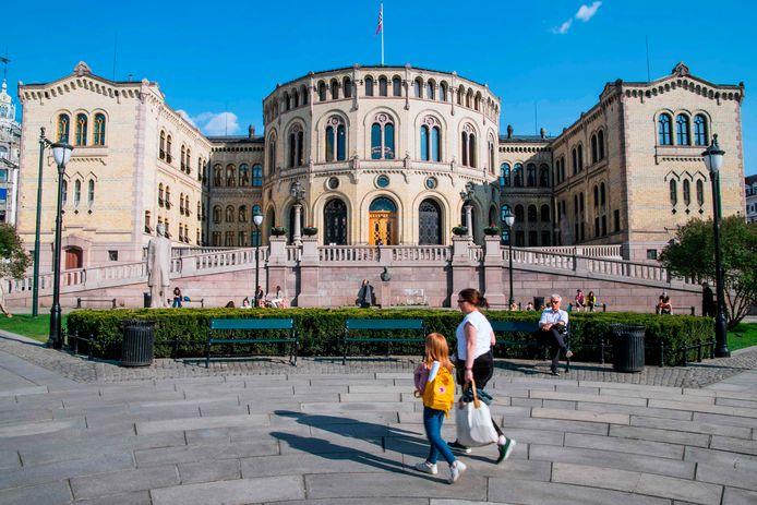 Het Noorse parlement in Oslo, voor corona toesloeg.