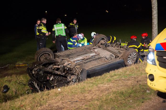 De auto belandde in een sloot aan de Bergsebaan.