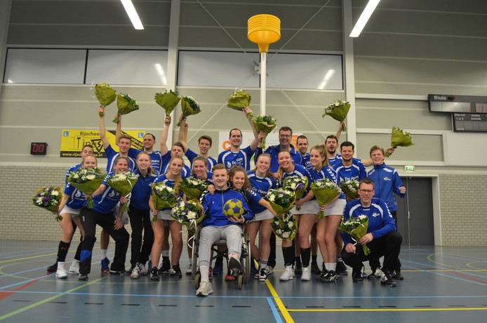 Kampioen Blauw Wit viert feest in Terneuzen.